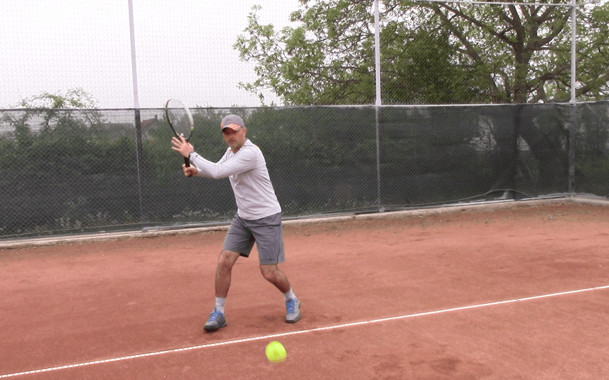 consistent tennis groundstrokes